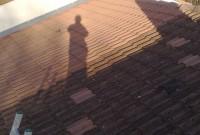 Le nettoyage de la toiture permet dans la grande majorité des cas d'éviter le changement de celle-ci. Ce traitement permet de rénover votre toiture de façon durable.